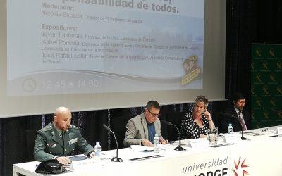La Universidad Sénior asiste a la jornada 'Guardia Civil y los medios de comunicación' para debatir  sobre derecho a informar, fake news, comunicación y seguridad subjetiva